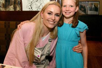 Lindsey Vonn Waiting For Wishes Celebrity Waiters Dinner With Kevin Carter & Jay DeMarcus