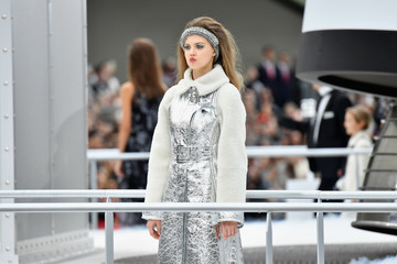 Lindsey Wixson Chanel : Runway - Paris Fashion Week Womenswear Fall/Winter 2017/2018