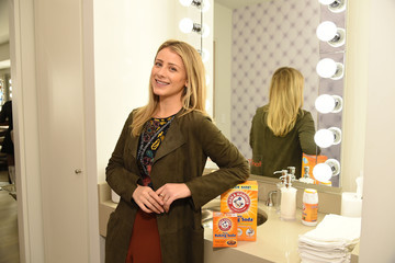 Lo Bosworth ARM & HAMMER Baking Soda Partners With Lo Bosworth To Highlight #BakingSodaDoesThat Uses And Trends For Beauty