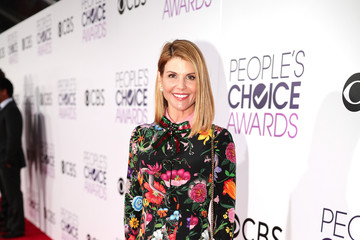 Lori Loughlin People's Choice Awards 2017 - Red Carpet