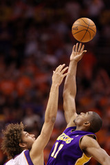 Robin Lopez Andrew Bynum Los Angeles Lakers v Phoenix Suns, Game 4