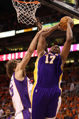 Robin Lopez Andrew Bynum Los Angeles Lakers v Phoenix Suns, Game 6