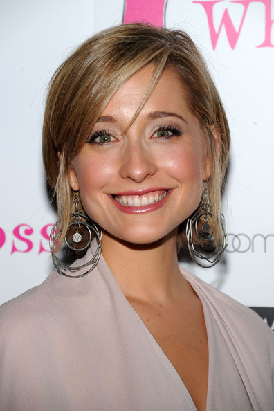 "Actress Allison Mack attends the ""Love, Loss, And What I Wore"" new cast member celebration at 44 1/2 on July 29, 2010 in New York City."