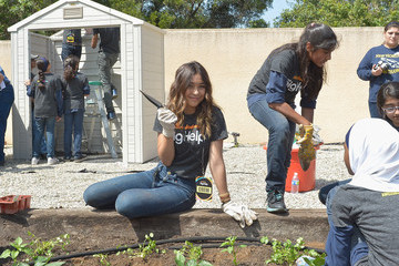 "Lulu Antariksa Nickelodeon's Cymphonique Miller And The Cast Of ""How to Rock"" Volunteer With Students For A Big Help Environmental Project"