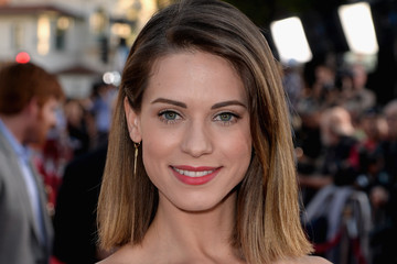 Lyndsy Fonseca 'Neighbors' Premieres in LA — Part 2