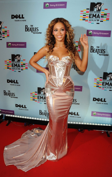 Singer Beyonce Knowles arrives for the 2009 MTV Europe Music Awards held at the O2 Arena on November 5, 2009 in Berlin, Germany.