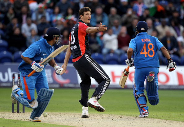 Mahendra Singh Dhoni and Suresh Raina Photos Photos ...