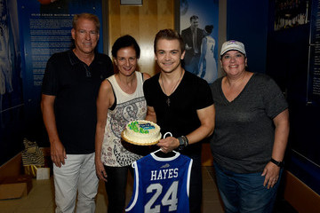Margaret Comeaux Hunter Hayes Performs a Surprise Pop-up Concert in Lexington, KY