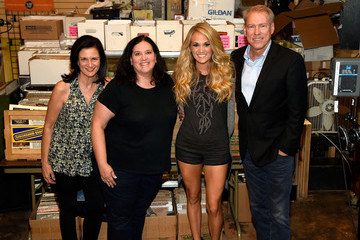 Margaret Comeaux Carrie Underwood Performs a Surprise Pop-up Concert in Atlanta