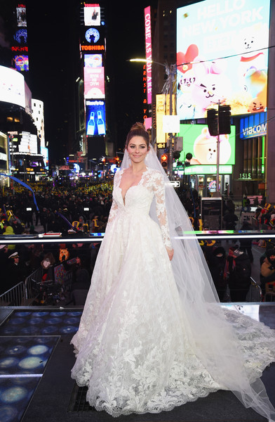 Maria Menounos and Steve Harvey Live From Times Square [maria menounos,steve harvey live,wedding dress,bride,dress,gown,white,photograph,shoulder,clothing,bridal clothing,lady,times square,new york city,marriott marquis times square,wedding ceremony]