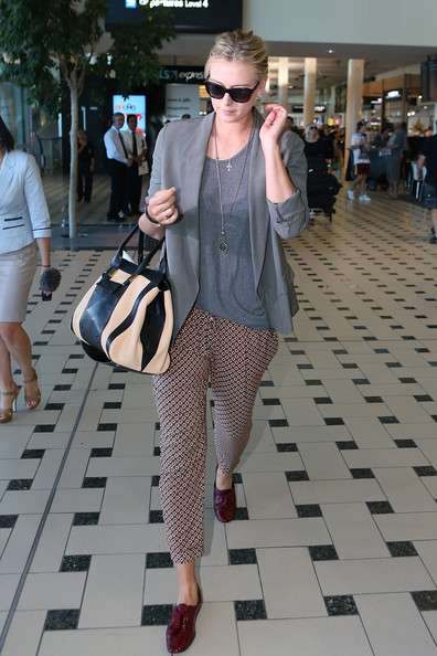 Maria Sharapova - Maria Sharapova Arrives at Brisbane International Airport