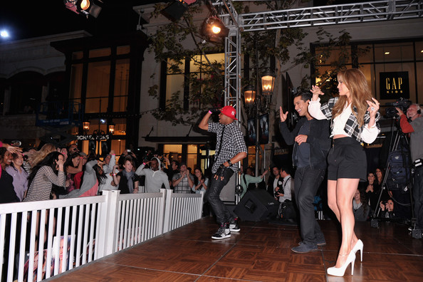 Jennifer Lopez Visits Extra [extra,event,dance,fashion,performing arts,performance,crowd,performance art,fashion design,party,chris grant,mario lopez,jennifer lopez,jenniger lopez,singer,taping,los angeles,california,the grove]