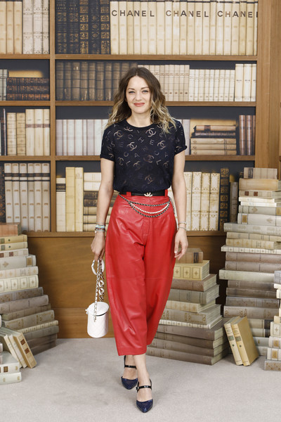 Chanel : Photocall - Paris Fashion Week - Haute Couture Fall Winter 2020