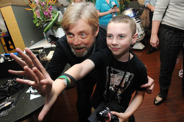 Mark Hamill Starlight Children's Foundation Announces Starlight Virtual Reality With Star Wars: Force for Change and Google at Florida Hospital for Children