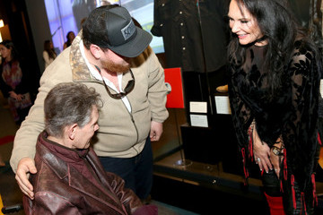 Mary Davis Randy Travis Country Music Hall Of Fame And Museum Celebrates New Exhibition American Currents: The Music Of 2017