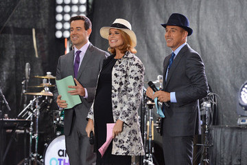 Matt Lauer Carson Daly Pharrell Williams Performs on the 'Today' Show