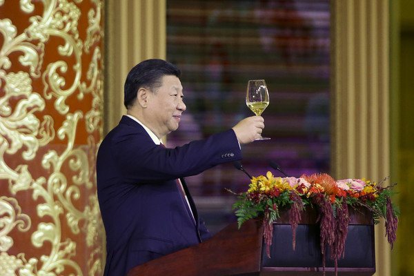 \Trump Visits China [photo,speech,event,floristry,orator,plant,flower,donald trump,xi jinping,melania trump,toast,china,beijing,us,great hall of the people,state dinner]
