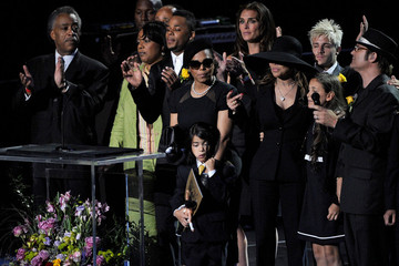 Brooke Sheilds Memorial Service For Michael Jackson Draws Thousands Of Fans And Mourners
