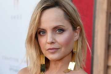 Mena Suvari Premiere Of Warner Bros. Pictures' 'It Chapter Two' - Red Carpet