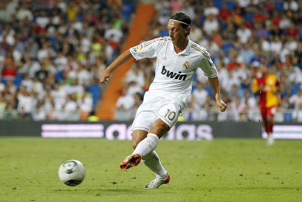 صور للاعب مسعود أوزيل ..◄███▓▒░ ஐ Mesut+Ozil+Real+Madrid+vs+Galatasaray+Santiago+GwTE3Yzwelwl