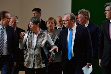 Michael Mueller Angela Merkel Meets With Mayors Over Air Pollution