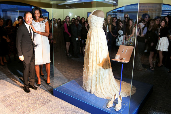 Michelle Obama Photos Photos - First Lady Michelle Obama Donates Her ...