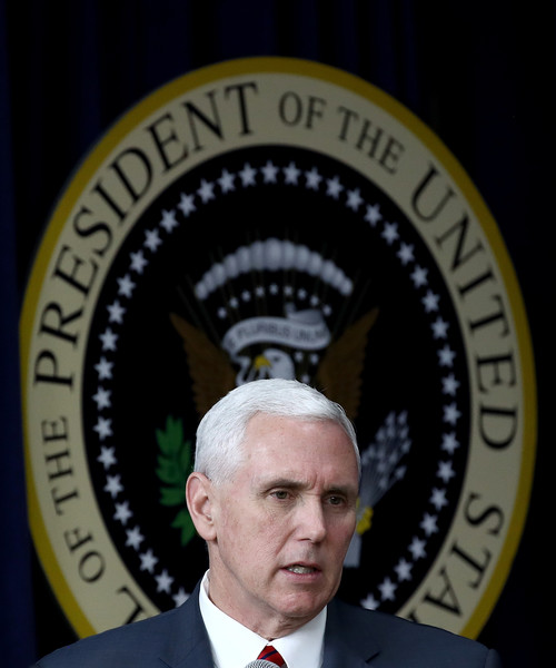http://www4.pictures.zimbio.com/gi/Mike+Pence+Donald+Trump+Holds+CEO+Town+Hall+ZwL8-IQzAEhl.jpg
