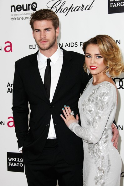 Miley Cyrus and Liam Hemsworth. - Page 4 Miley+Cyrus+20th+Annual+Elton+John+AIDS+Foundation+vihNgNtgI_kl