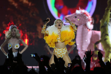 Miley Cyrus Miley Cyrus Performs Live in Auckland