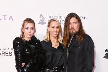 Miley Cyrus Billy Ray Cyrus 2019 MusiCares Person Of The Year Honoring Dolly Parton - Arrivals