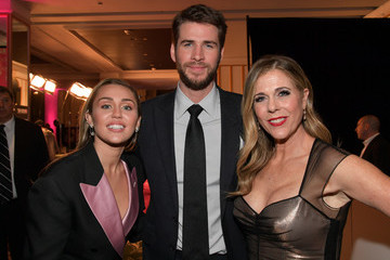 Miley Cyrus Liam Hemsworth The Women's Cancer Research Fund's An Unforgettable Evening Benefit Gala - Cocktails