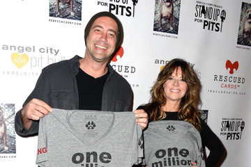 Mo Collins Stars at the 'Stand Up for Pits' LA Charity Event