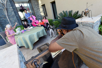 Moxie Crimefighter Jillette Diane Benjamin Las Vegas Photographer Helps Raise Money For Charity With Drive-By Photo Sessions During COVID-19 Pandemic