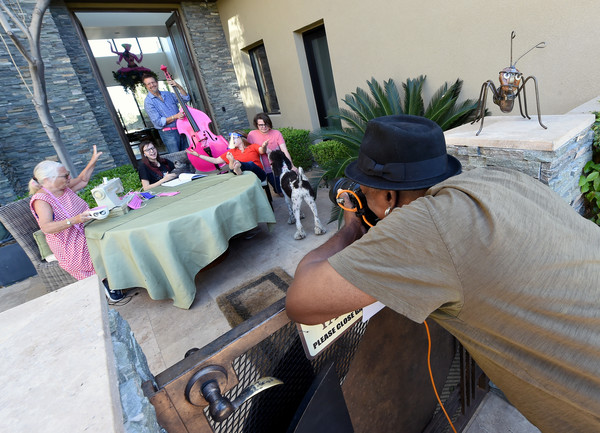 Las Vegas Photographer Helps Raise Money For Charity With Drive-By Photo Sessions During COVID-19 Pandemic