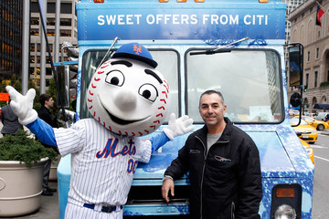 Mr. Met Citi Offers Sweet Treats to New Yorkers