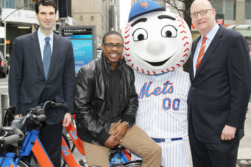 Mr. Met Curtis Granderson And Mr. Met Launch Mets-themed Citi Bike Sweepstakes, Giving Fans A Chance To Throw Out A First Pitch At Citi Field