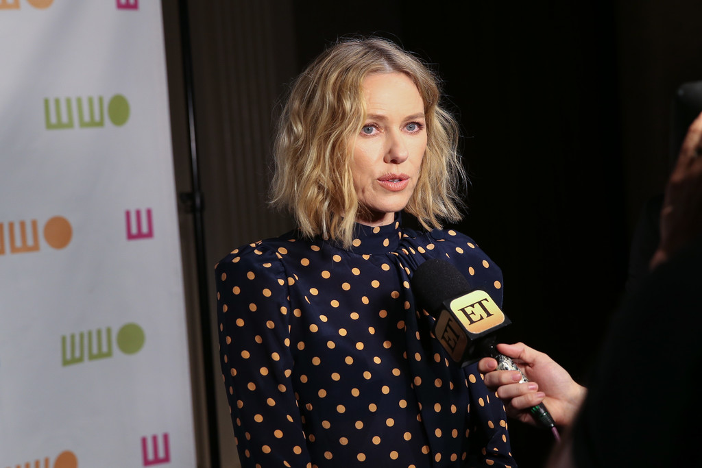 http://www4.pictures.zimbio.com/gi/Naomi+Watts+14th+Annual+Worldwide+Orphans+mXYdQFvD7Q5x.jpg