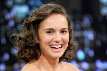 Natalie Portman Natalie Portman Visits 'Late Night with Jimmy Fallon'