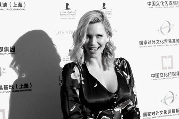 Natasha Henstridge An Alternative View of the LA Art Show and Los Angeles Fine Art Show's 2016 Opening Night Premiere Party