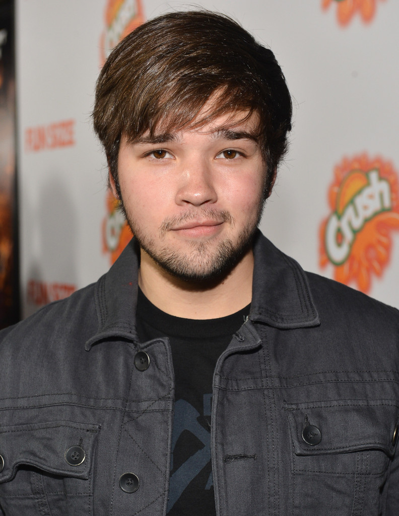 The 24-year old son of father Steven M. Kress and mother Rita Kress, 170 cm tall Nathan Kress in 2017 photo