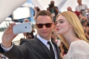 "Danish director Nicolas Winding Refn (L) and US actress Elle Fanning pose for a selfie on May 20, 2016 during a photocall for the film ""The Neon Demon"" at the 69th Cannes Film Festival in Cannes, southern France.  / AFP / LOIC VENANCE"