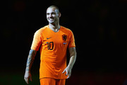 Wesley Sneijder of the Netherlands thanks the fans after the International friendly match match between The Netherlands and Peru at the Johan Cruijff Arena on September 06, 2018 in Amsterdam, The Netherlands.