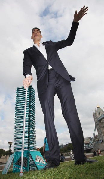 http://www4.pictures.zimbio.com/gi/New+Tallest+Man+World+Visits+London+First+agU_Qgv5SJdl.jpg
