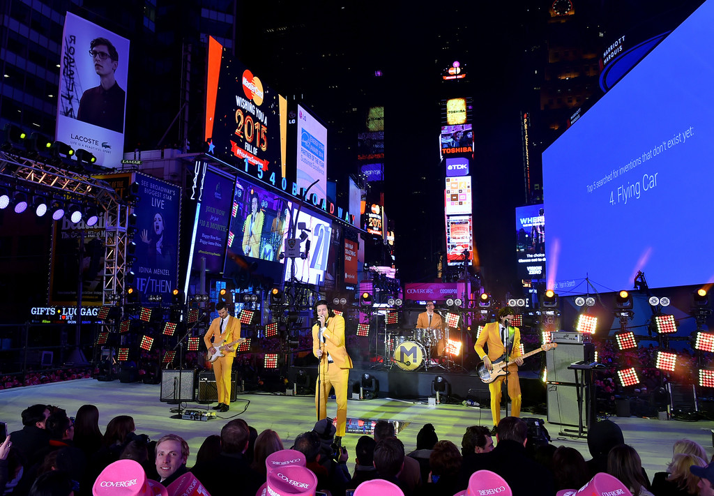 alex tanas in new years eve 2015 in times square zimbio