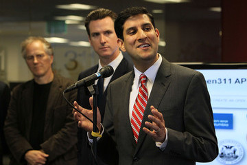 Tim O'Reilly Newsom Makes Announcement With Obama's Top Information Officer Vivek Kundra