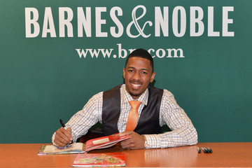 Nick Cannon Nick Cannon Signs Copies of His Book