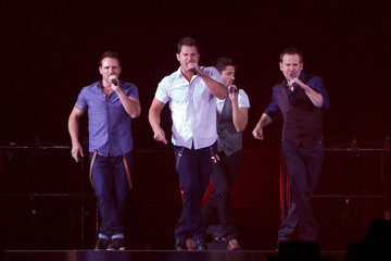 Nick Lachey Justin Jeffre Boy Band Concert in Illinois