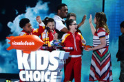 (L-R) Actors Benjamin Flores Jr., Cree Cicchino,  Kel Mitchell, Thomas Kuc and Madisyn Shipman present the Favorite Voice From an Animated Movie award for 'Inside Out' to actress Amy Poehler onstage during Nickelodeon's 2016 Kids' Choice Awards at The Forum on March 12, 2016 in Inglewood, California.