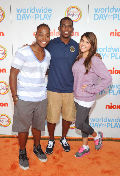 (L-R) Leon Thomas III, NBA PLayer Chris Paul and Daniella Monet celebrate Nickelodeon's largest ever Worldwide Day of Play at the Ellipse on September 24, 2011 in Washington, DC.