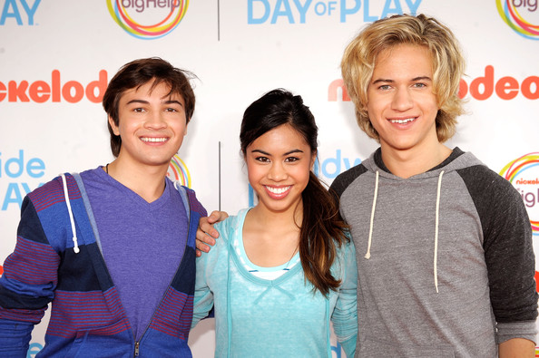 (L-R) Actors Taylor Gray, Ashley Argota and Dillon Lane  celebrate Nickelodeon's largest ever Worldwide Day of Play at the Ellipse on September 24, 2011 in Washington, DC.